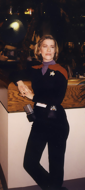 Seventh Season Janeway Page to First Season Bun of Steel!  Click Kathryn's Oh my face to go to a wav file of Patti doing the voice and singing as Janeway..