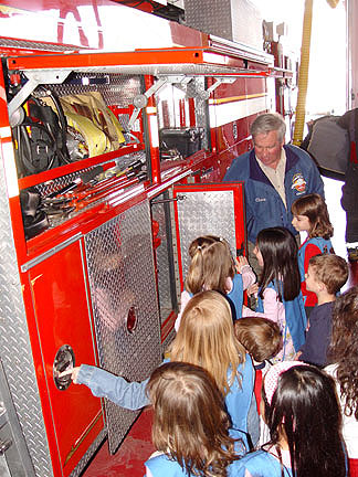 Image of kidspeekintoenginecompartment.jpg