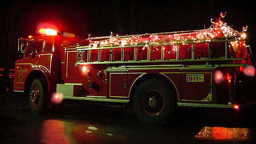 Image of xmaslightsonfireengineleft.jpg